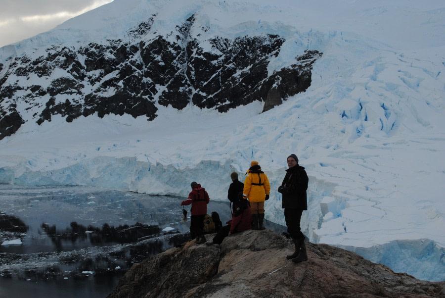 Antarctic hiking © Jamie Scherbeijn - Oceanwide Expeditions (2).jpg
