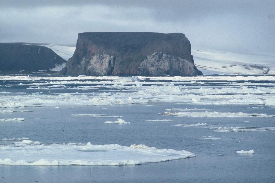 Rubini Rock, Franz Josef Land © Ko de Korte - Oceanwide Expeditions (2).JPG