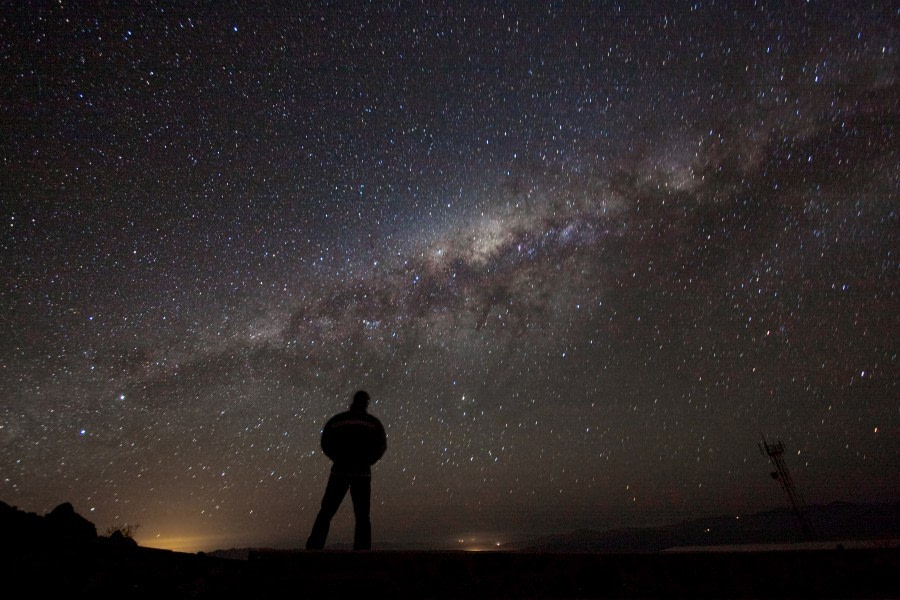 Admiring the galaxy © ESO_A. Fitzsimmons.jpg