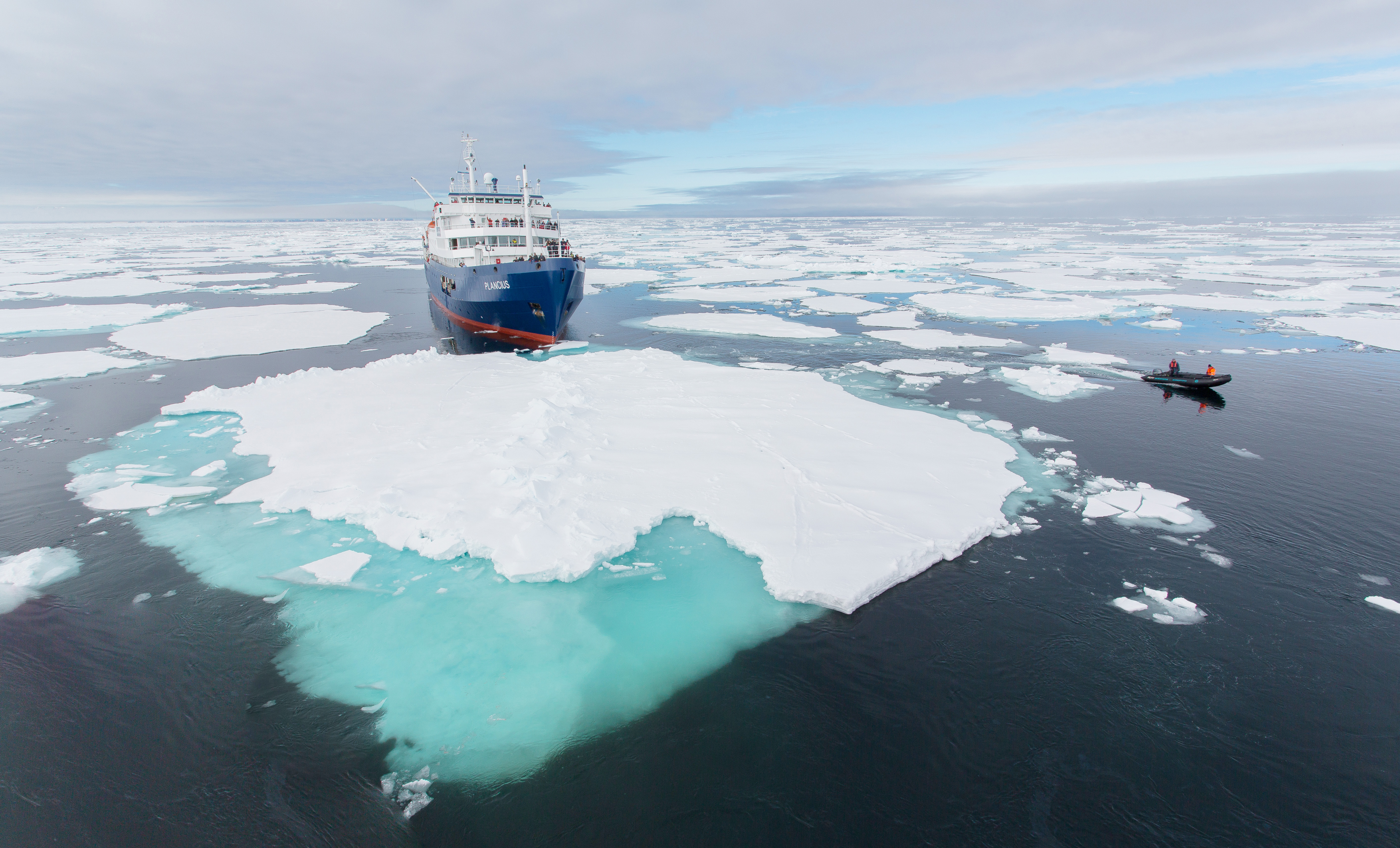 Plancius, pack ice, zodiac, Svalbard, Spitsbergen © Jan Veen-Oceanwide Expeditions_14A2194 copy.jpg