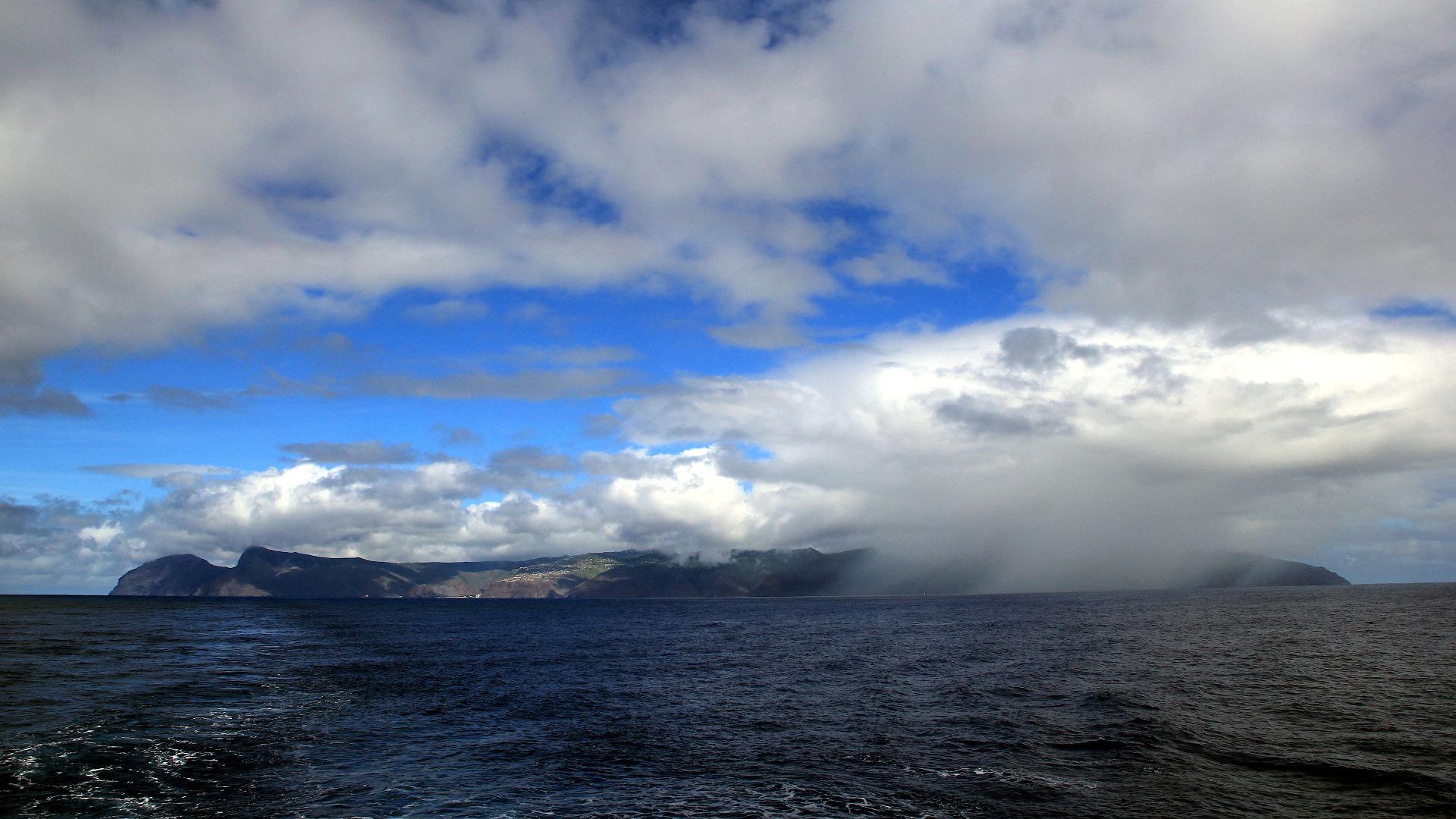 PLA35-18 Saint Helena with clouds