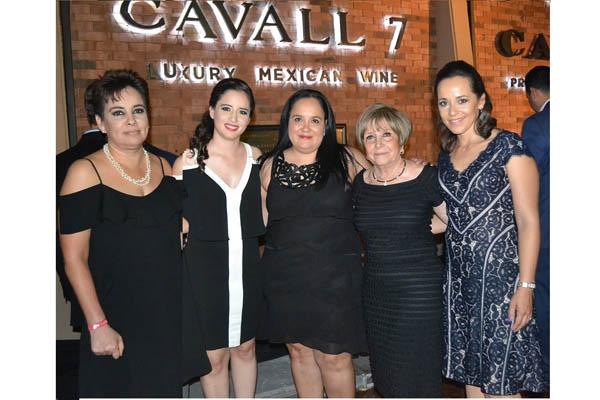 Lorena,Daniela, Claudia, Margarita Cano de Galván, y Angélica