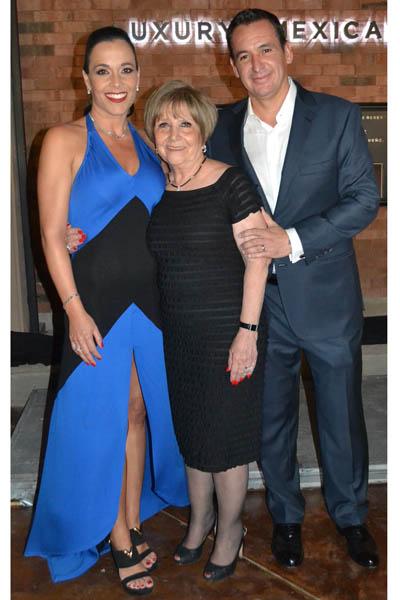 Paty, Margarita y Jaime Galván