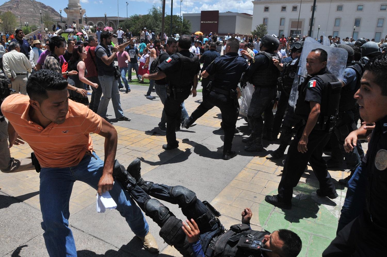 manifestacion en el palacio de gobierno (252)