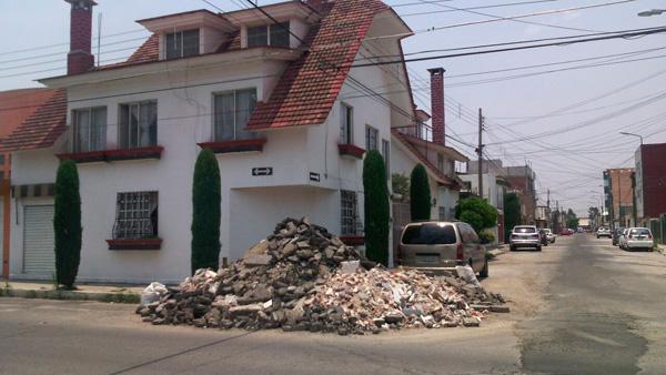 Así luce una de las calles de la colonia Valle Dorado