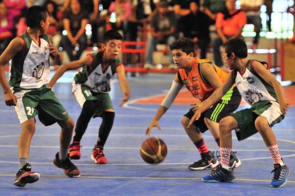 Foto: Sandro Franco. El basquetbol infantil del estado estuvo de plácemes con la visita de los Triquis.