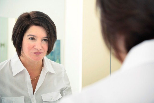 Inspiration speech in front of a mirror
