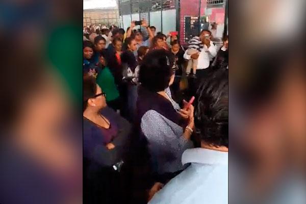 Internautas captan tensión durante operativo contra ambulantes
