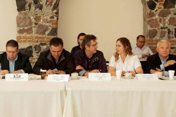 Acuerdan trabajo conjunto delegados federales y legisladores priistas