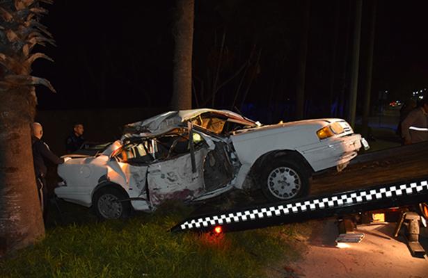 Dos heridos en espantoso accidente al chocar contra una palmera