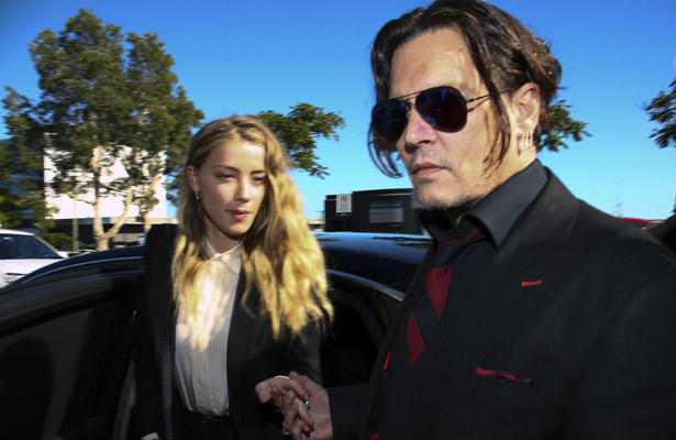 Se divorcian Johnny Depp y Amber Heard