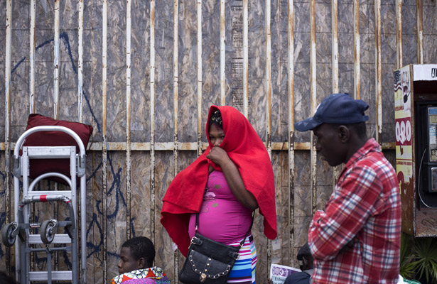Cientos de africanos y haitianos llegan a México