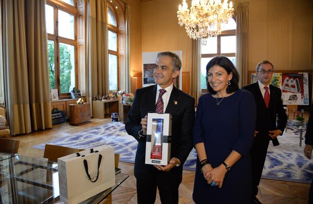 Mancera se reúne con Alcaldesa de París, Anne Hidalgo