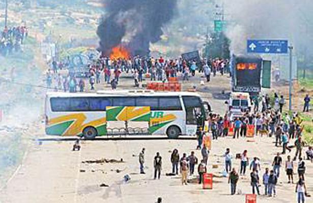 6 muertos y 45 heridos en desalojo de maestros