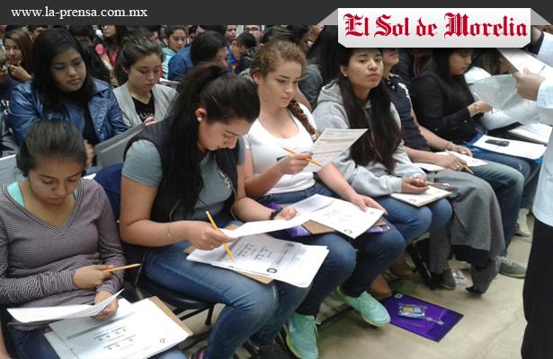 Presentan aspirantes a la Universidad Michoacana examen de admisión