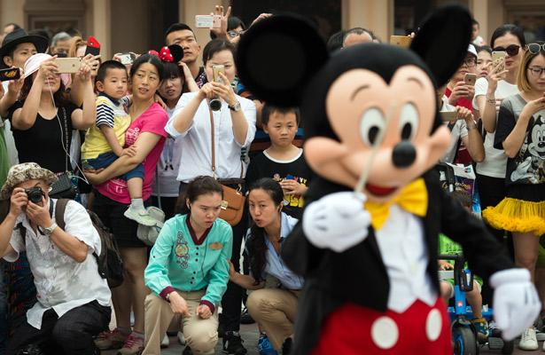 Inaugura Disney su primer parque en Shanghái