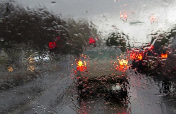 Amanece con lluvia ligera la ciudad de México