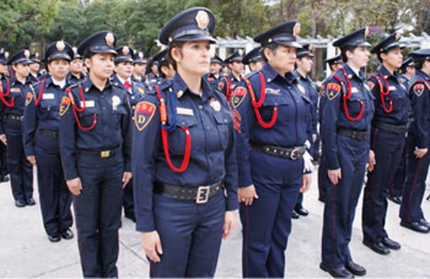 Mujer policia de mexico baila desnuda frente a la camara - 2 5