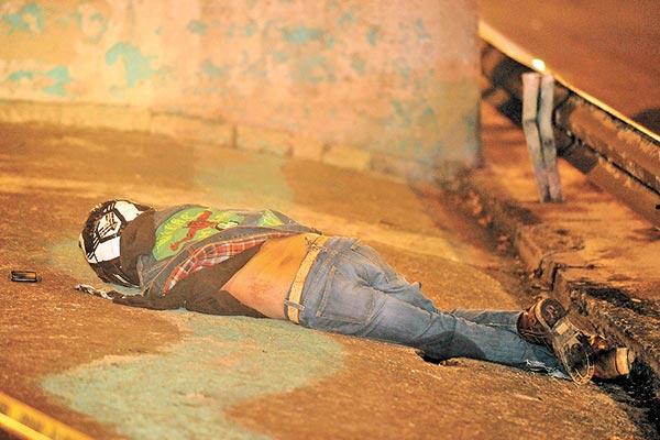 Derrapó en su moto y pereció de trancazo en la cabeza