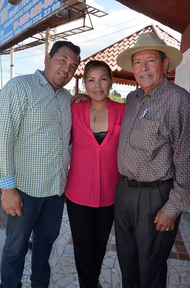 Jesús Héctor, Elizabeth y Bernardo Vega.