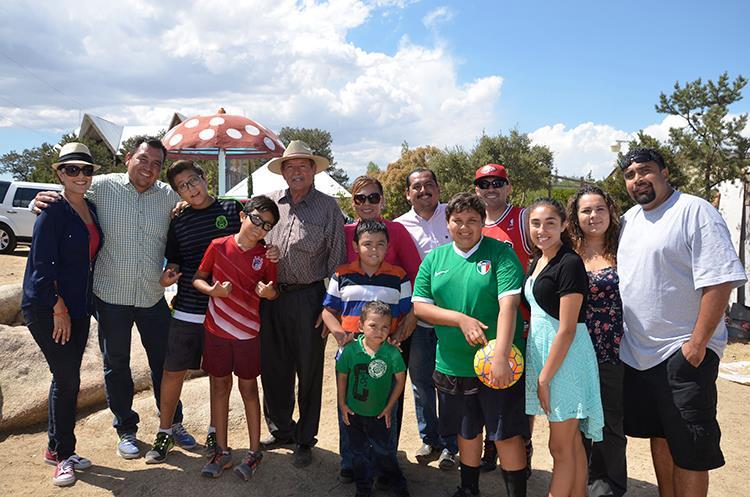 Con su familia se captó a Bernardo Vega en su cumpleaños.