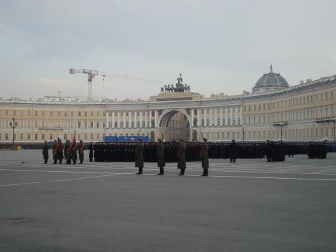 Militaerparade Foran Vinterpaladset Bodil Og Philip På Tur