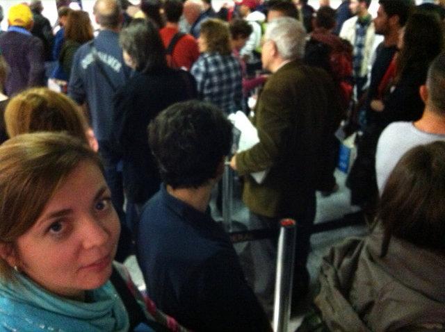 Wachten voor de paspoortcontrole om 1 uur 's nachts...
