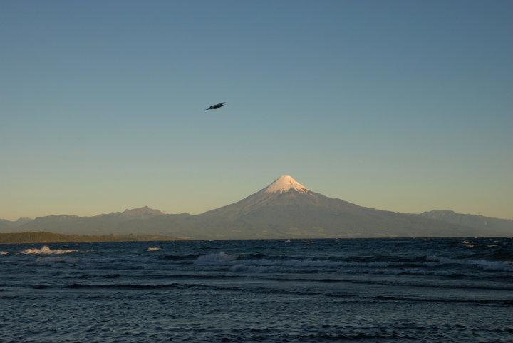 Vulkaan Osorno bij schemering