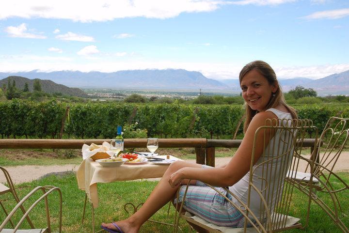 Lekker lunchen met uizicht op de wijngaard bij Finca de los Nubes