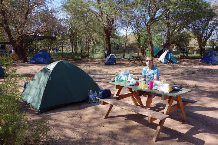 Onze kampeerplek in San Pedro ('s ochtends rustig, 's nachts niet)