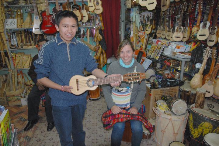 Een Boliviaanse gitaar (charango) kopen