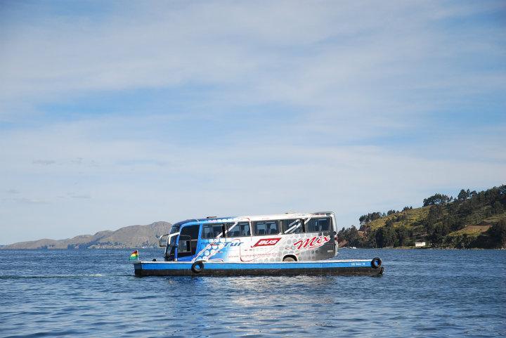 Estrecho de Tiquina oversteken met de bus, onderweg naar Copacabana