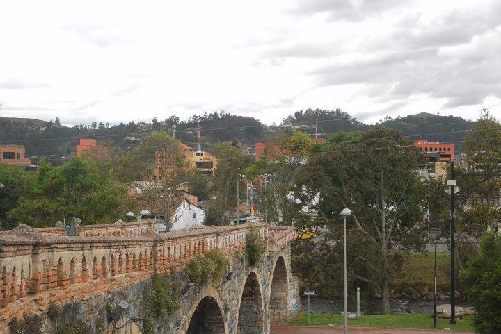 Puente Roto, een brug die bij een overstroming deels is weggespoeld