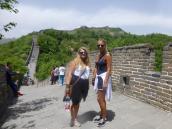 To glade jenter på alle kontinenter