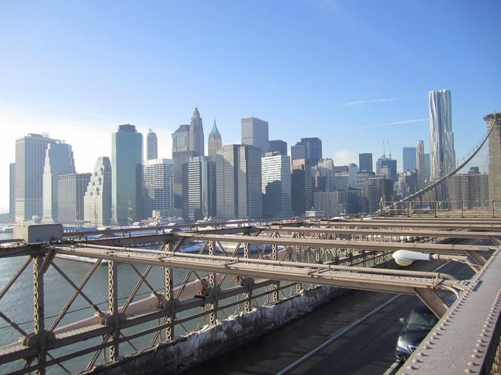 Udsigten over Lower Manhattan fra broen
