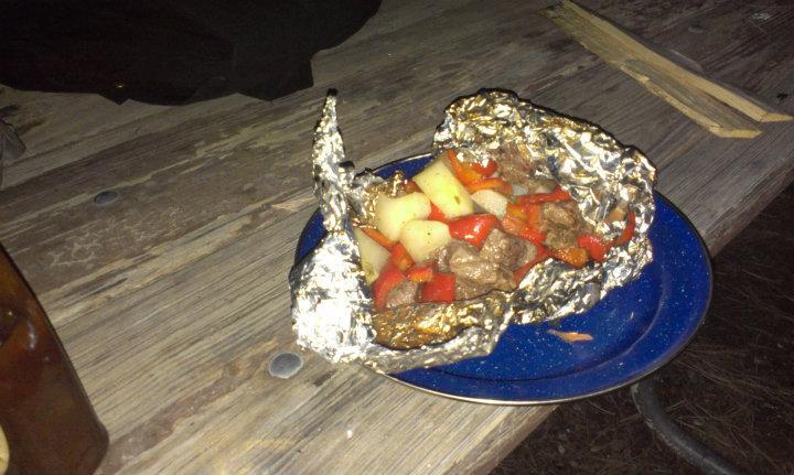 Heerlijke kampvuur maaltijd