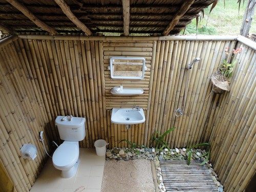 Our outdoor bathroom coco lodge ko muk peter and ashs for Outdoor bathroom designs