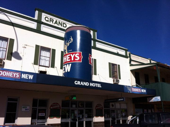 Big Beer Can, Cobar | Stephens Family Adventures | Off Exploring