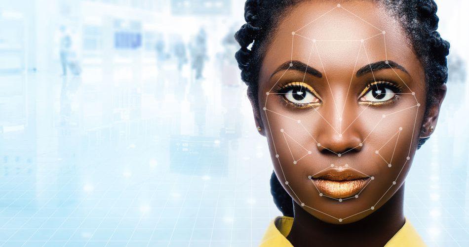 Rosto com pontos de reconhecimento facial assinalados