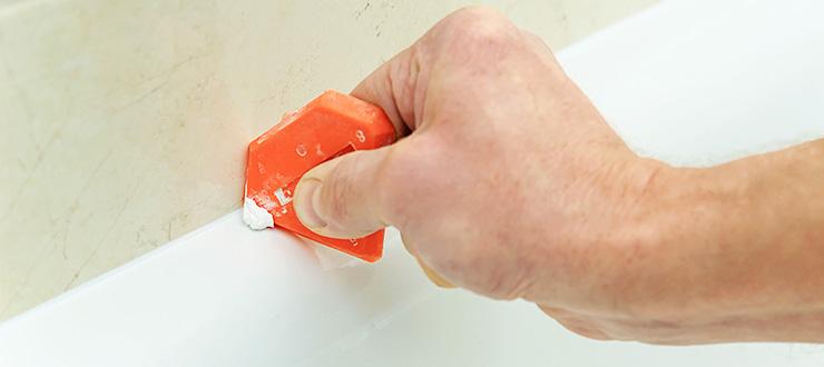 Changement du joint en silicone de baignoire