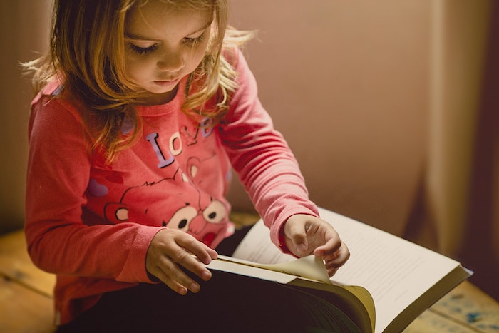 child-is-reading