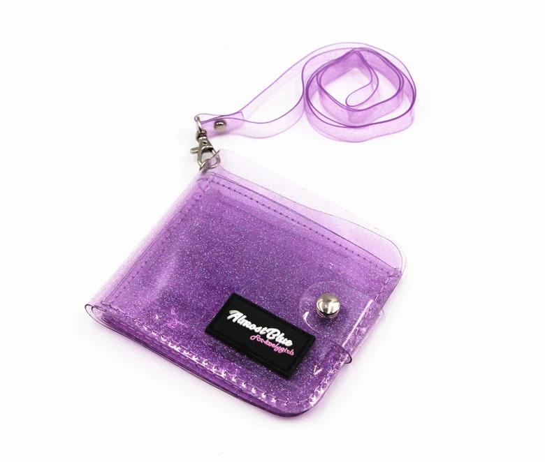 محفظة شفافة باللون البنفسجي