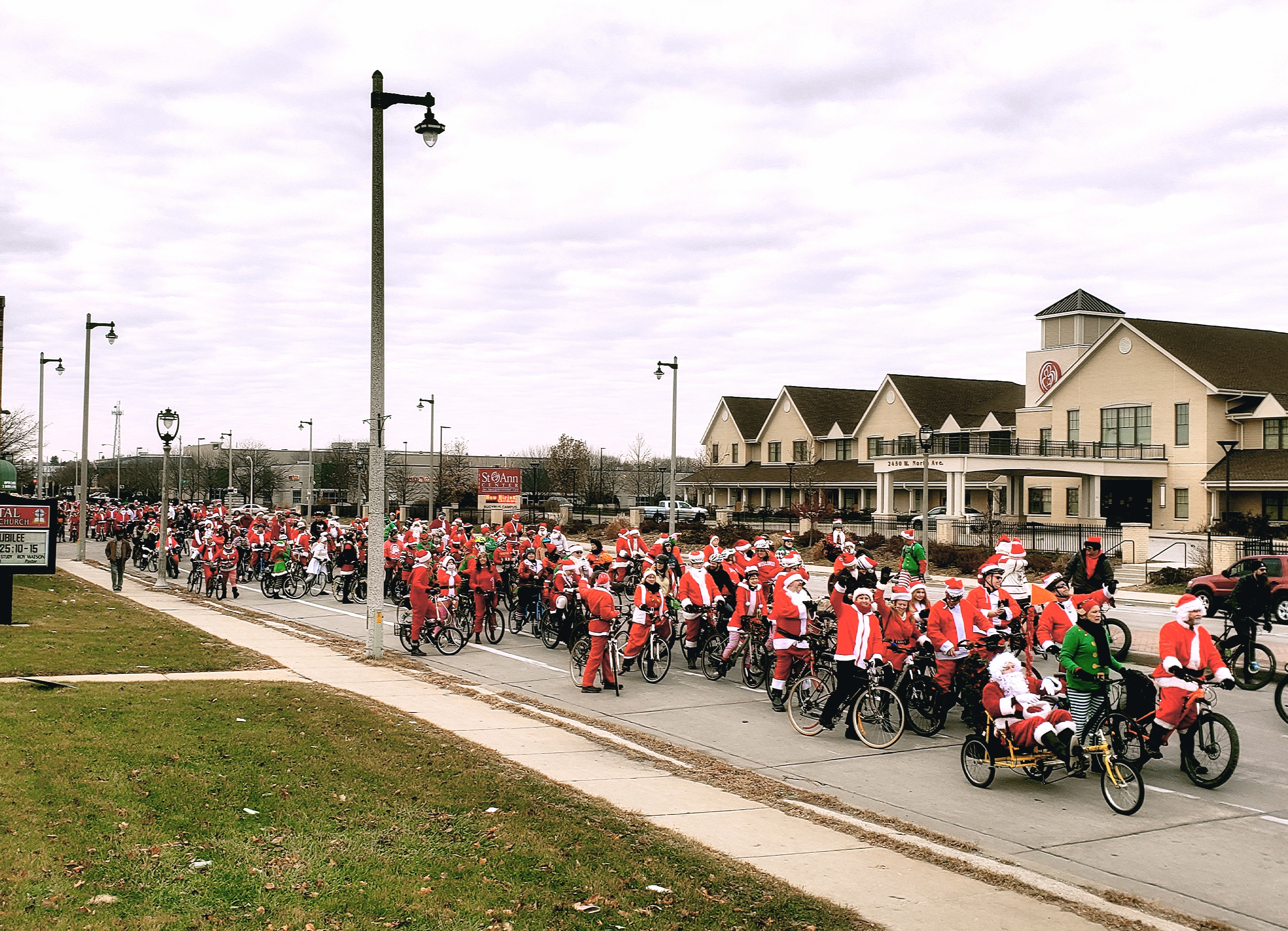 A string of Santas span North Ave at the 2019 Rampage.