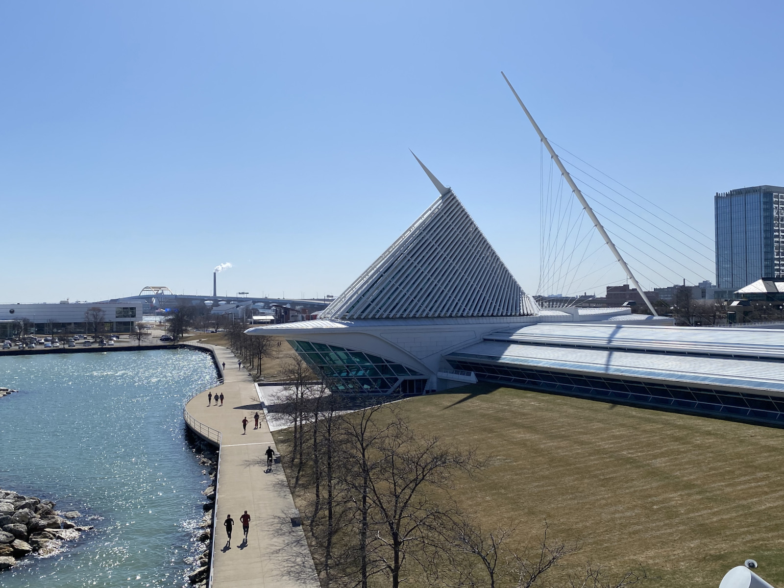 Art museum with Hoan Bridge behind