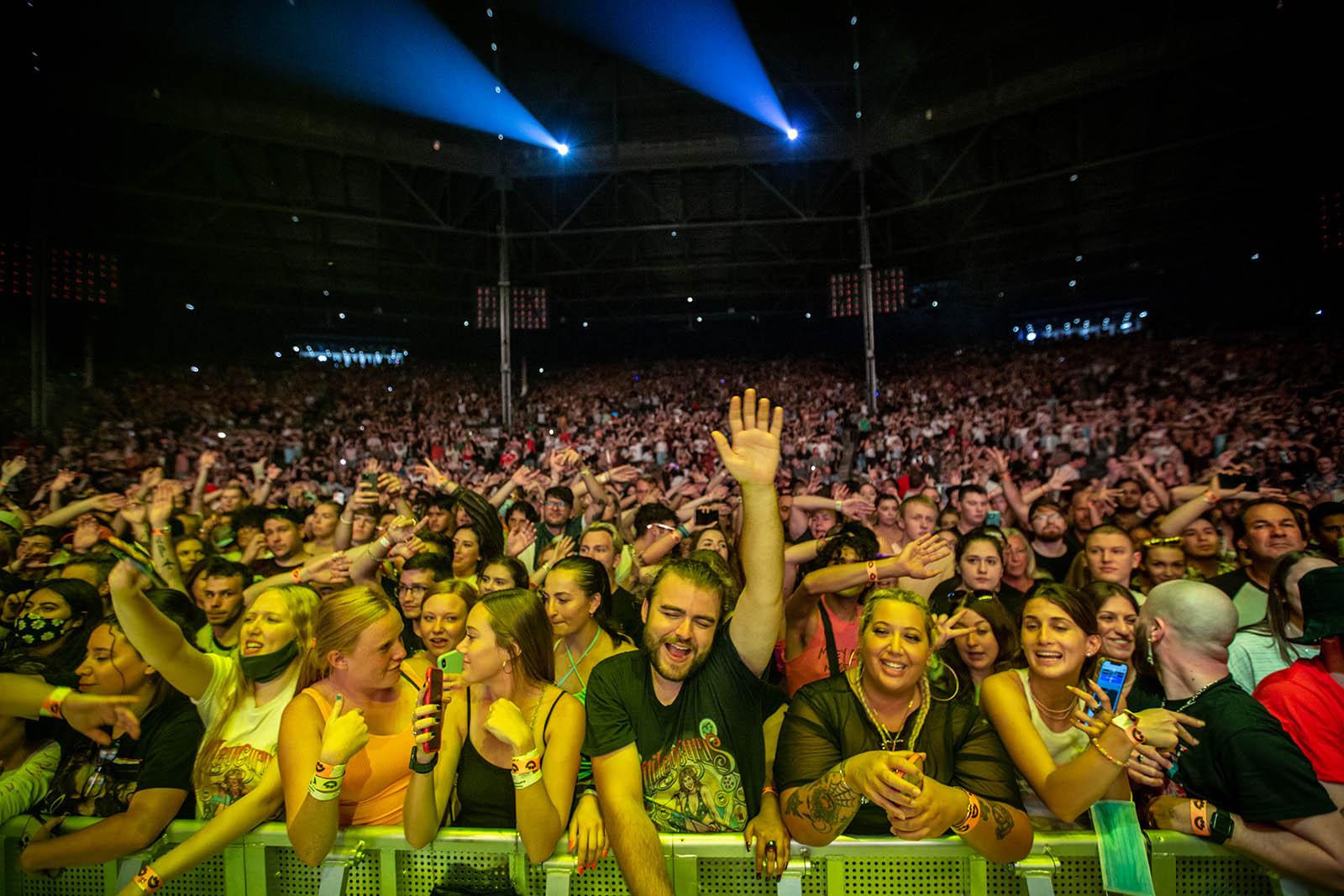 Miley Cyrus crowd.