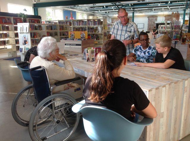 Voorleesmaatjes: kinderen lezen ouderen voor. 21-11-2019 11:00