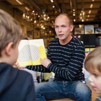 Voorlezen in Waalre: Kinderyogabordspel spelen