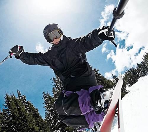 Discesa in snowboard utilizzando il bastone per Gopro Sandmarc Pole
