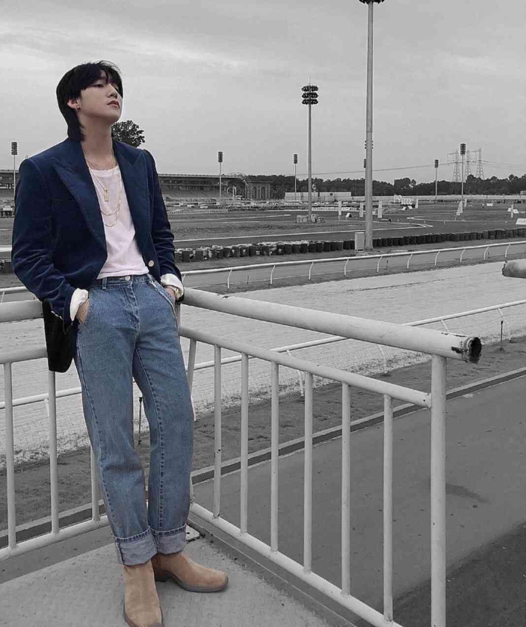 Sơn Tùng MTP diện áo khoác Blazer + Dad Jeans