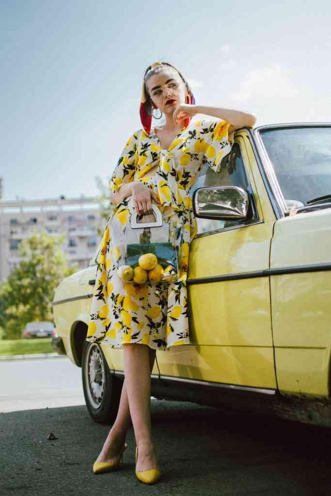 váy trơn hay váy họa tiết